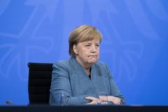 Меркель пообещала вакцинацию от COVID-19 всему взрослому населению до конца лета