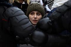 Песков возложил на протестующих ответственность за переполненные спецприемники