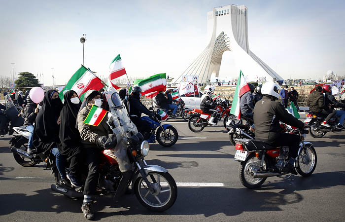 Иранцы устроили автопробеги в честь годовщины Исламской революции