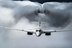 Два Ту-160 совершили 12-часовой полет над Баренцевым, Гренландским и Норвежским морями