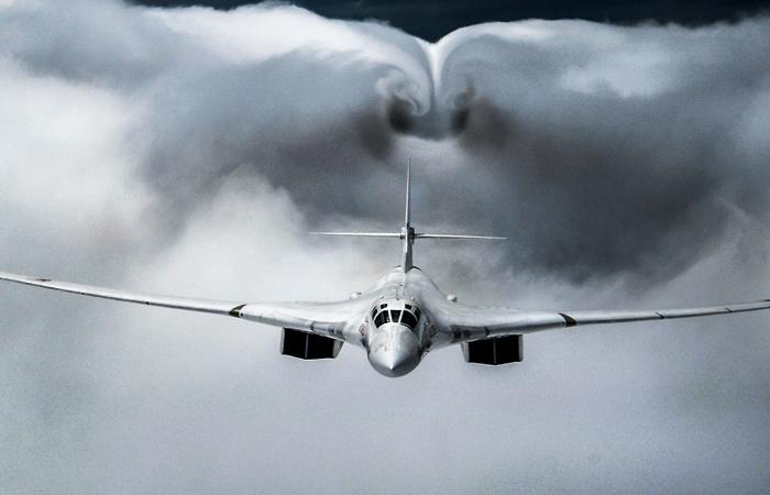 Стратегические бомбардировщики Ту-160 вернулись с Чукотки на базу