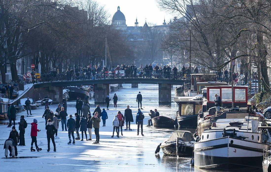 Замерзшие каналы в Амстердаме