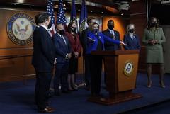 Сенаторы США не стали объявлять импичмент Трампу