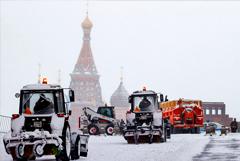 В Москве на уборку снега направлено уже 80 тысяч человек