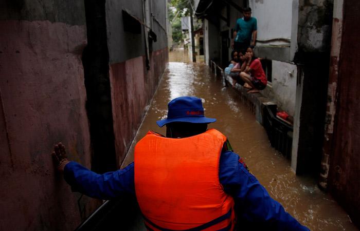 Столицу Индонезии затопило из-за муссона