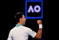 Джокович победил Медведева и в девятый раз выиграл Australian Open