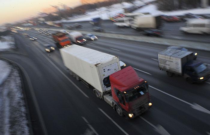 Ограничения для транзитных грузовиков свыше 12 т на МКАД продлили на год