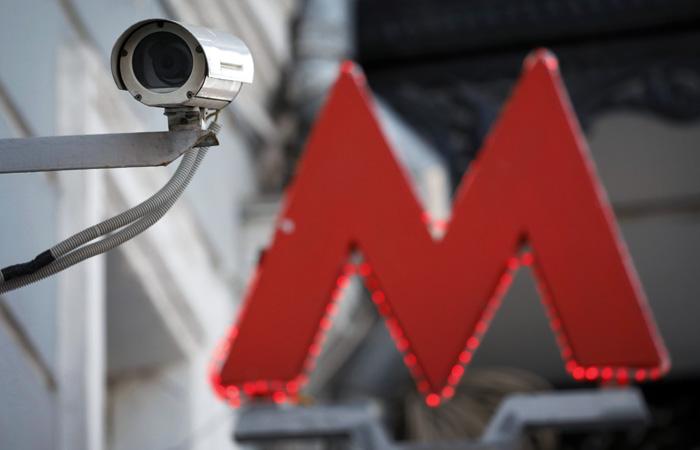 """На станции метро """"Славянский бульвар"""" задержали мужчину с муляжом гранаты"""