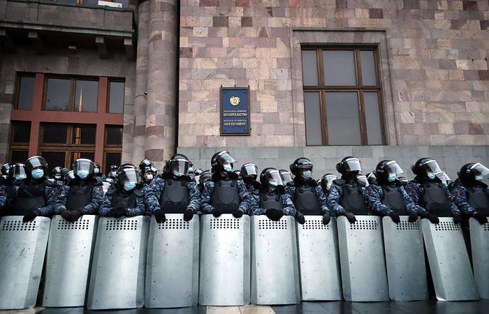 Пашинян отправил в отставку начальника Главного штаба ВС Армении