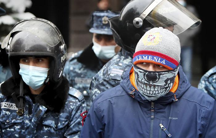 Сторонники оппозиции в центре Еревана перекрыли несколько улиц