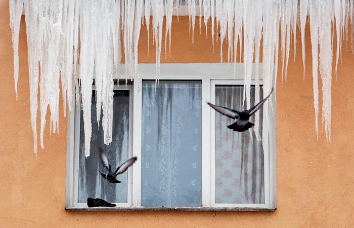 Власти Москвы усилят борьбу с сосульками из-за оттепели