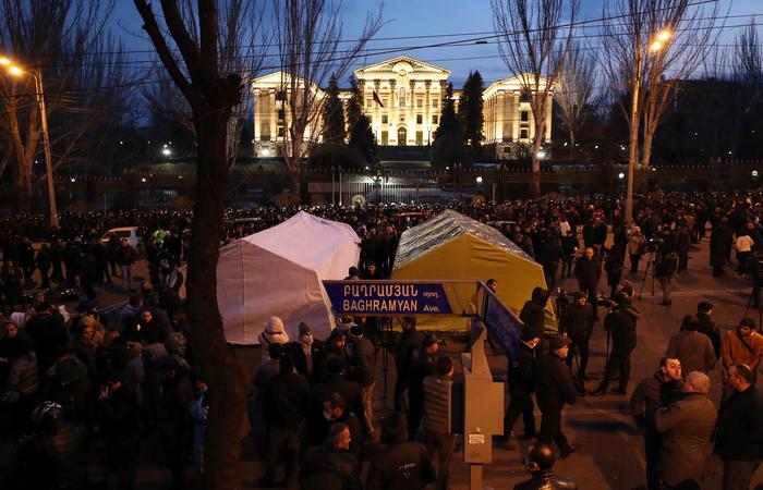 Совет парламента Армении обсудит развязку внутриполитического конфликта