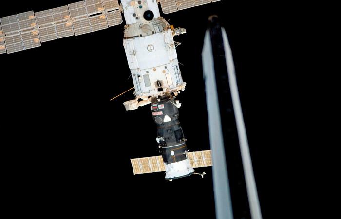 Давление воздуха в отсеке МКС за выходные упало в полтора раза