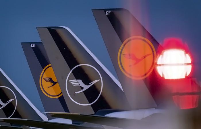 """В Lufthansa опровергли планы организовать """"прививочные"""" рейсы в Москву"""