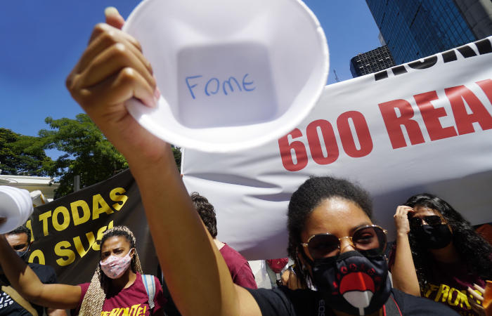 Бразильские чиновники призвали ввести локдауны и комендантский час