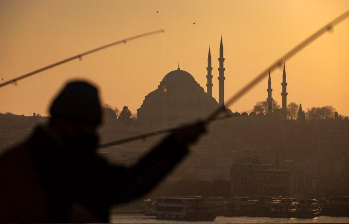 Турция будет требовать справки о тестах на COVID-19 до 15 апреля
