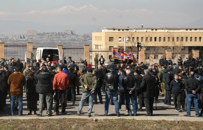 Сторонники начальника Главного штаба ВС Армении вышли на митинг