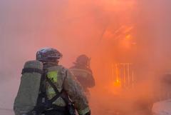 Три человека погибли при пожаре в многоквартирном доме в Уфе