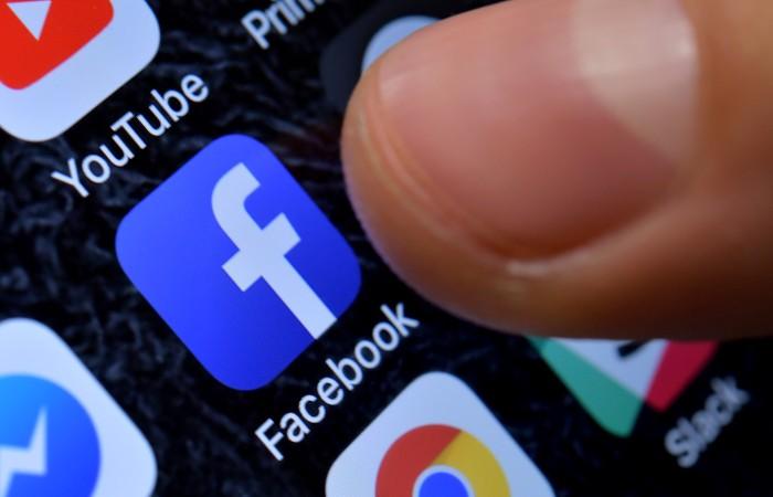 Роскомнадзор потребовал от Facebook снятия блокировки с материалов СМИ