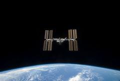 Космонавты в пятницу проверят, прекратилась ли утечка воздуха на МКС