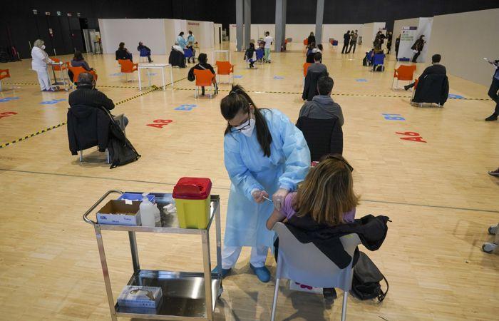 Власти Италии примут новые меры из-за напряженной ситуации с COVID