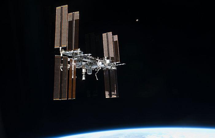 Давление на МКС продолжило падать после заделки трещин