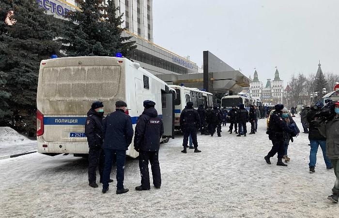 """Московская полиция задержала 200 человек на форуме """"Объединенных демократов"""""""