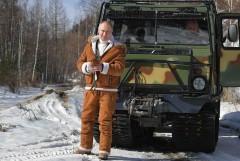 Путин и Шойгу гуляют по тайге пешком и на вездеходе