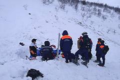 СК сообщил о смерти найденной под лавиной в Заполярье девочки