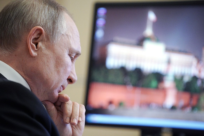 Путин после прививки от коронавируса держал рядом градусник