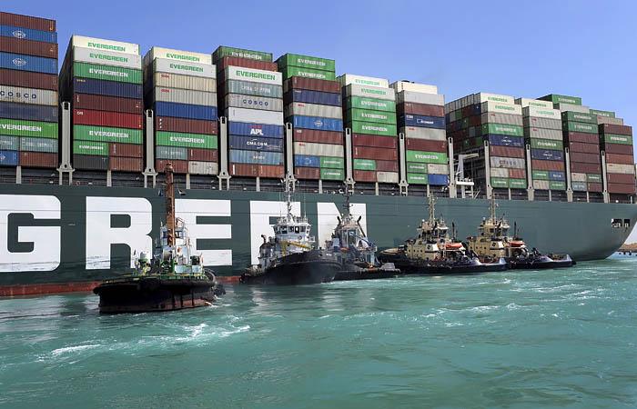 Нефть подешевела на новостях о разблокировке Суэцкого канала