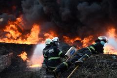 Двадцать человек пострадали в результате пожара на НПЗ в Индонезии