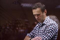 Песков заявил, что Навальный несет ответственность за свои деяния по закону