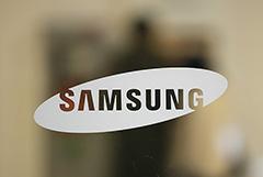 """Samsung начал устанавливать на смартфоны неудаляемые сервисы """"Яндекса"""""""