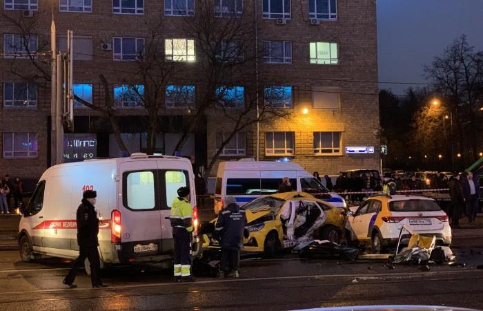 Два человека погибли в ДТП на юге Москвы