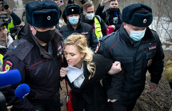 На акции около колонии, где сидит Навальный, задержали 9 человек