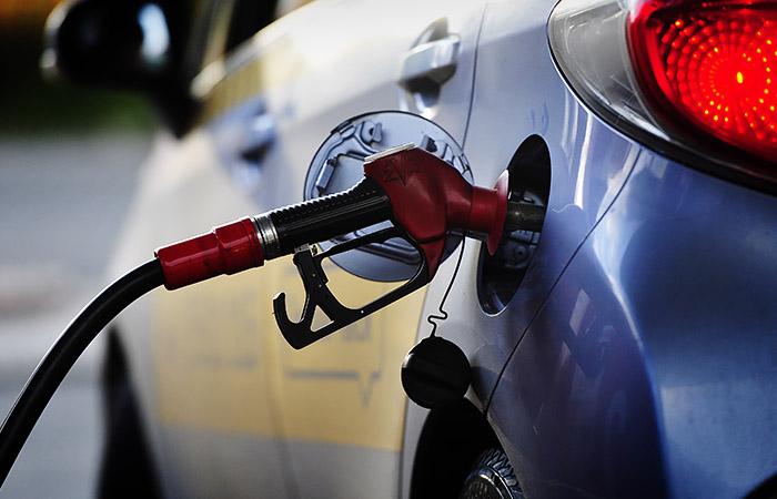 ФАС просит владельцев АЗС обосновать рост цен на топливо с начала года