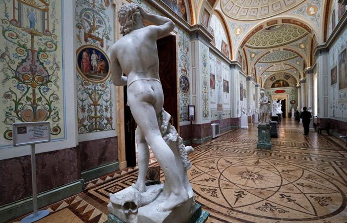 В СПЧ посоветовали передать психиатру жалобы на обнаженные скульптуры в Эрмитаже