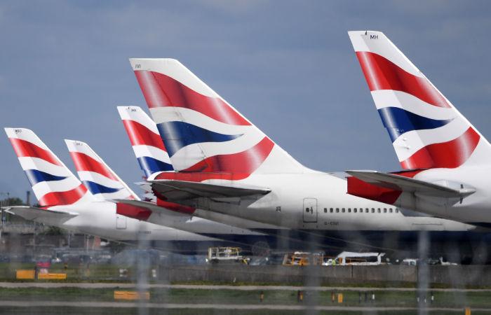 Великобритания в мае определится с возобновлением зарубежных поездок