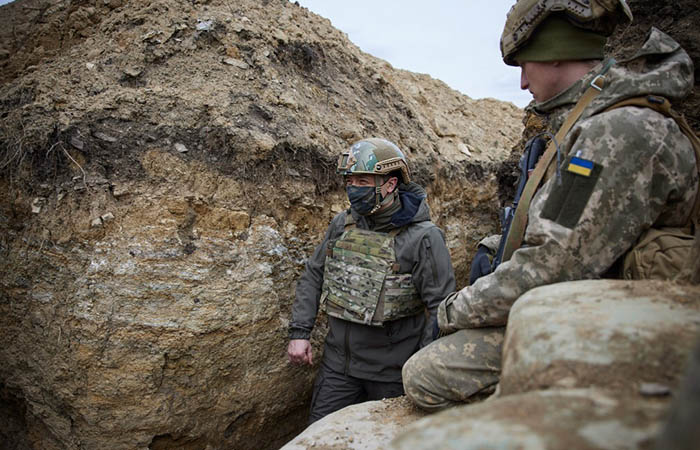 Зеленский после поездки в Донбасс заявил о необходимом новом перемирии