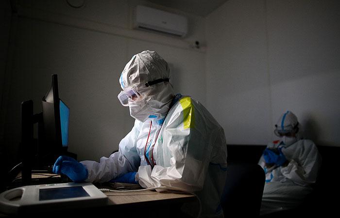 В России за сутки выявили 8 702 новых случая COVID-19