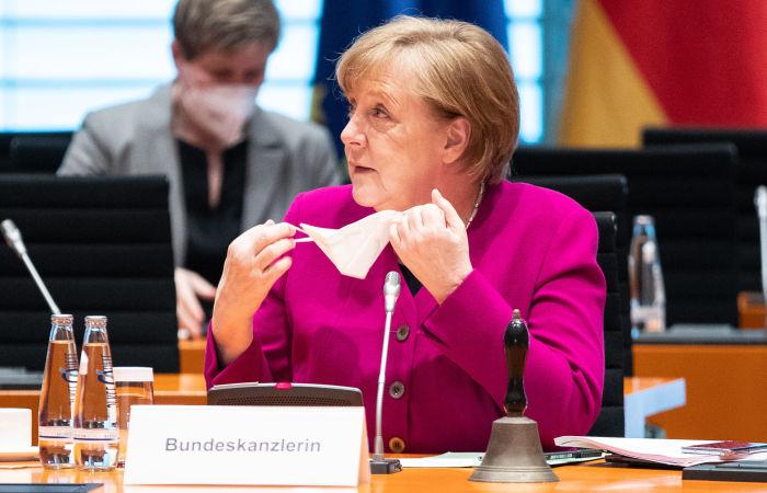Меркель отменила запись на вакцинацию от коронавируса