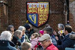 В Англии скопились очереди в пабы после снятия ограничений из-за COVID