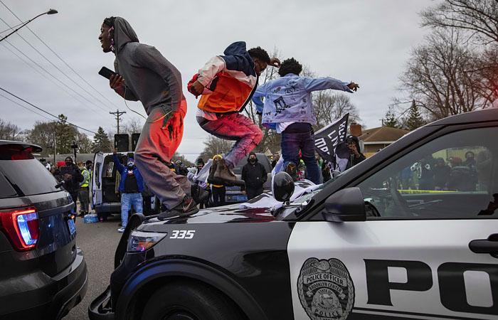 В Миннеаполис ввели нацгвардию после гибели темнокожего при задержании