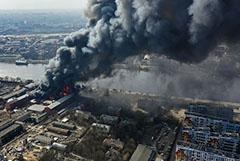 Пожарная авиация завершила работу у горящего бизнес-центра в Петербурге
