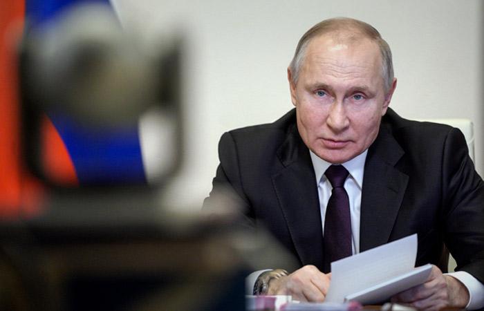 Путин раскритиковал абсурдные и унижающие людей нормы в соцсфере