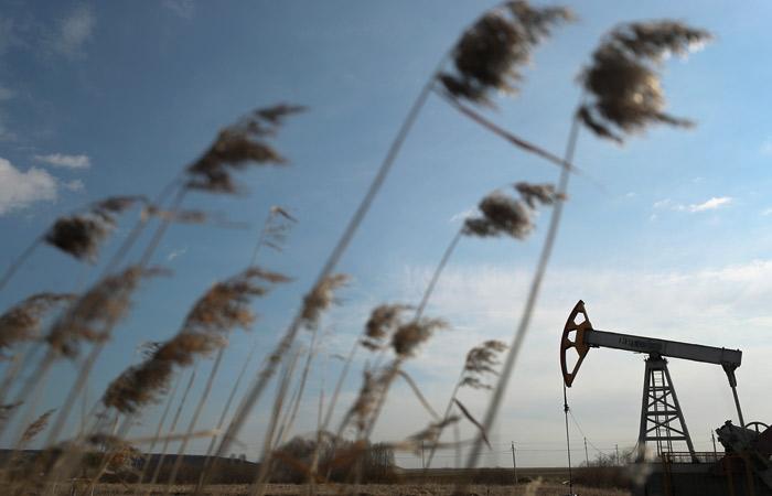 Нефть подешевела после скачка цен по итогам прошлой недели