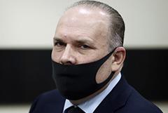 Экс-губернатору Меню смягчили меру пресечения на подписку о невыезде