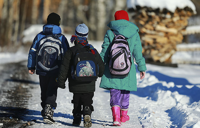 Детям 8-16 лет из неполных семей будут выплачивать 5,6 тыс. руб. в месяц с 1 июля