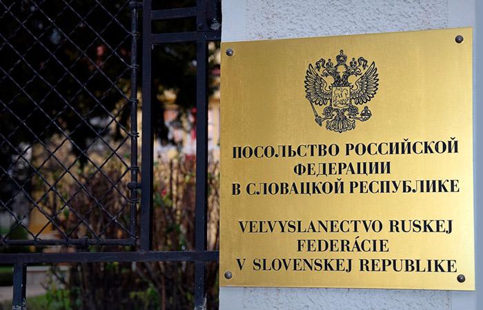 Словакия вышлет троих сотрудников посольства РФ